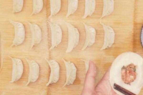 元宝饺子怎么包 元宝饺子包法