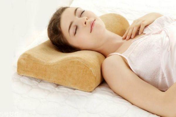 记忆枕适合什么人用 颈椎病选记忆枕还是乳胶枕