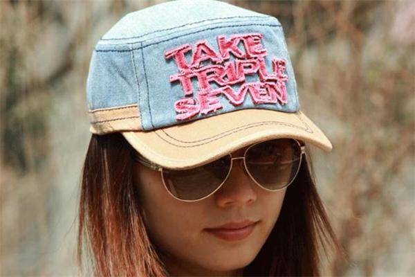 平顶帽和棒球帽的区别 顶部设计不同