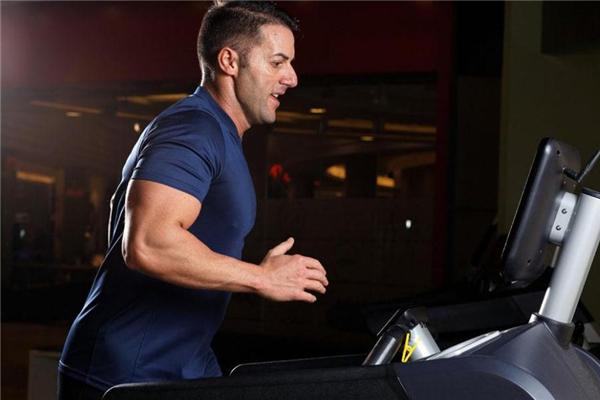 跑步机上慢走能减肥吗 没什么效果