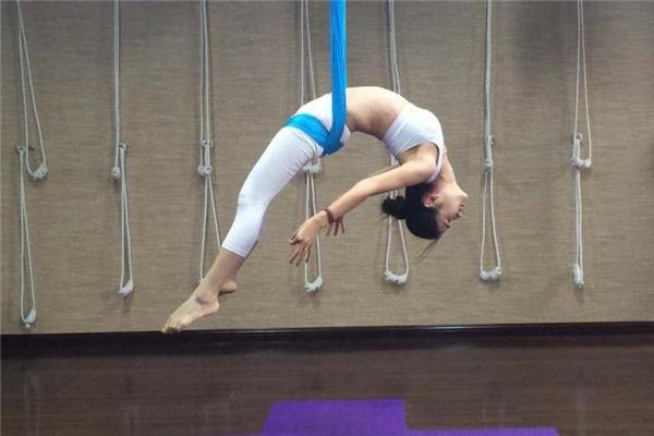 空中瑜伽有体重限制吗 不过度肥胖就行