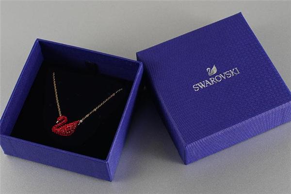 施华洛世奇红天鹅项链多少钱 新年限量款