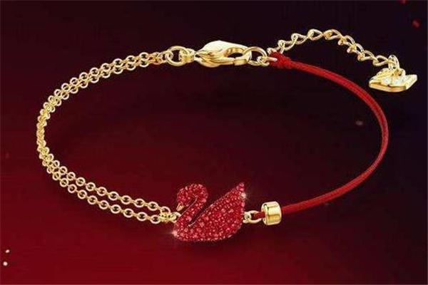 施华洛世奇红天鹅手链多少钱 新年必备款