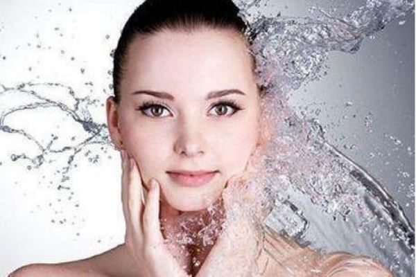 脸部皮肤干燥怎么补水 脸补水最好的方法