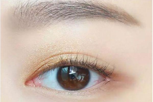 画眼妆的步骤 大眼妆的画法步骤图