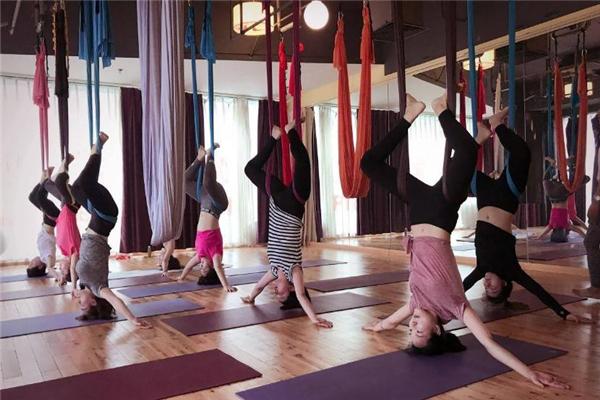 空中瑜伽倒立的好处 改善血液循环