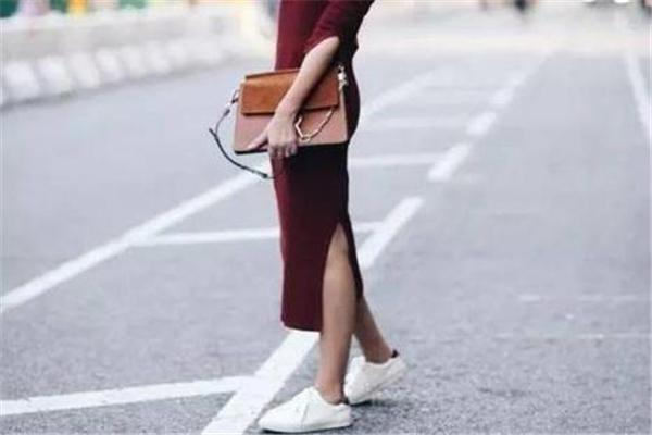 毛衣裙配什么鞋子 给你三种选择