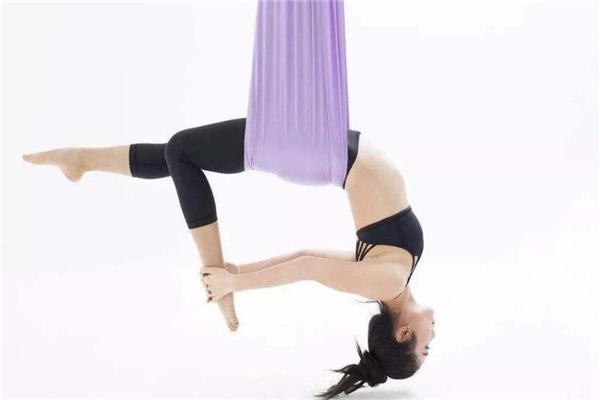 空中瑜伽呼吸方法 腹式呼吸为主