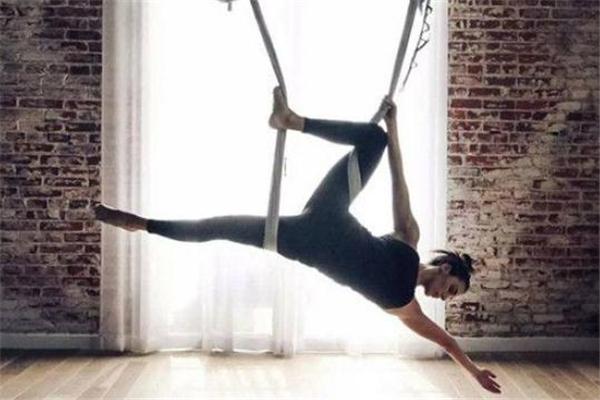 空中瑜伽安全吗 要有专业老师