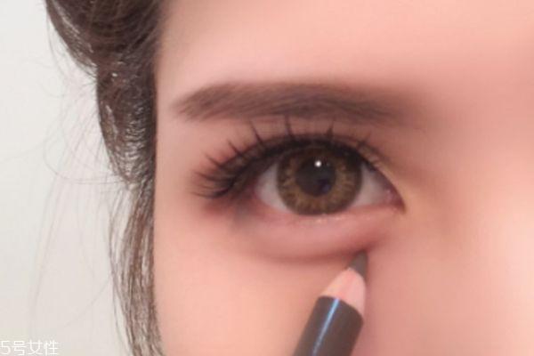 红色眼影妆容教程 教你混血妆容教程
