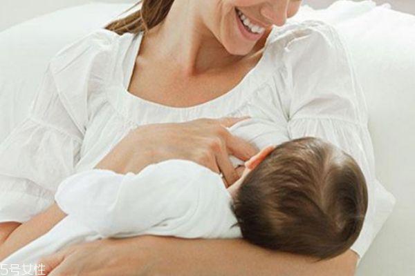 怎么判断宝宝吃母乳吃饱了 宝宝吃饱的重要信号