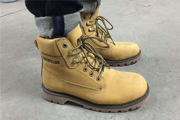 cat大黄靴多少钱 不同款式价格不同