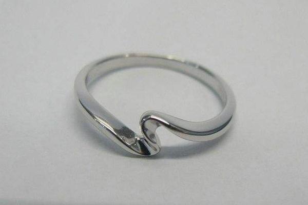 大拇指戴戒指什么意思 跟野心有关
