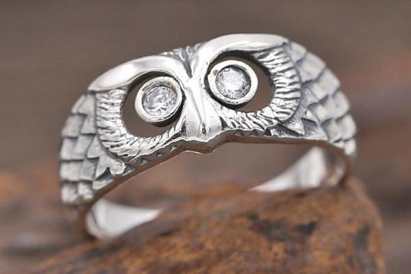 食指戴戒指代表什么 暗示很有勇气