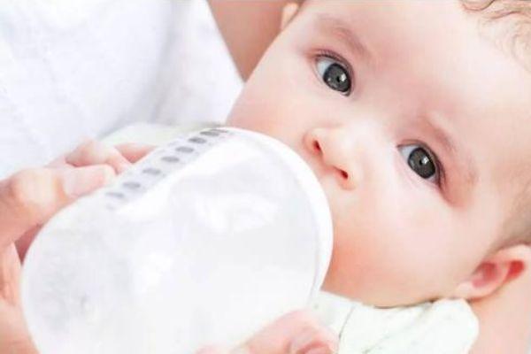 冲奶粉先放水还是先放奶粉 正确冲奶粉步骤