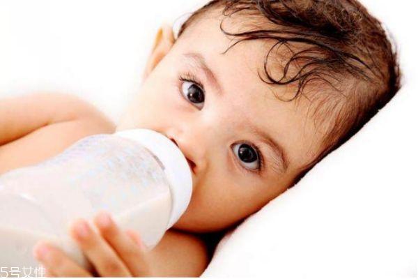 宝宝突然不爱吃奶会出于哪些原因 宝宝突然不爱吃奶原因