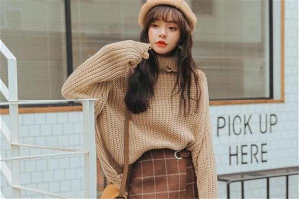 内搭毛衣什么款式好看 做个氧气少女