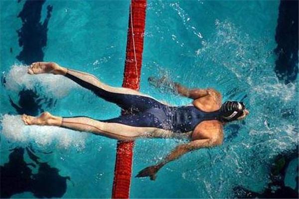 自由泳鼻子老进水怎么办 注意这些动作