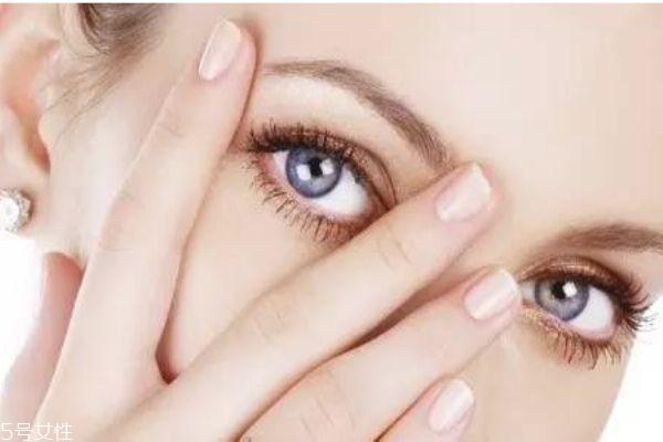 如何让眼妆不掉 眼妆容易掉这样做