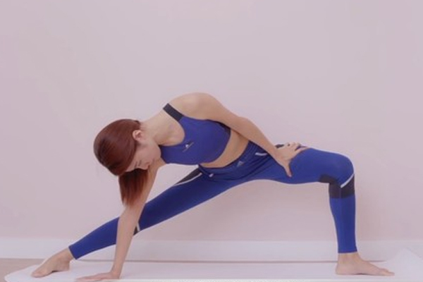骨盆不适做什么瑜伽动作 3招放松骨盆操