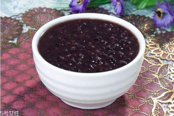 吃黑米粥大便会变黑吗 黑米吃多了会怎么样