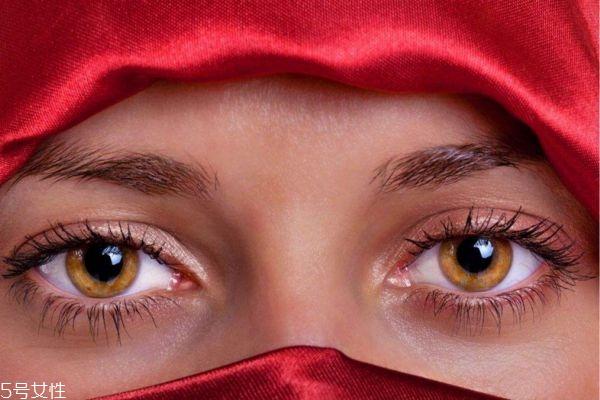 滴眼药水时眼睛刺痛是正常的吗 眼液的正确使用方法
