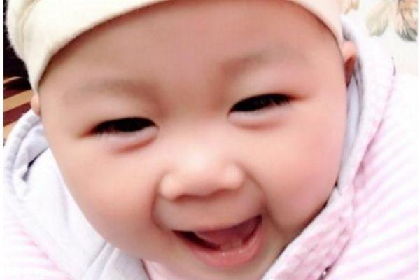 宝宝眼皮上有个小疙瘩是怎么回事