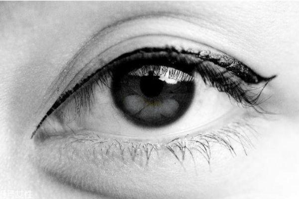 眼睛模糊看不清是怎么回事 眼睛模糊怎么办