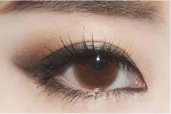 小鹿眼妆怎么画 打造不一样的你