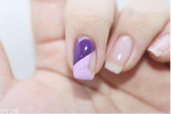 手绘美甲有哪些 紫色撞色美甲做法