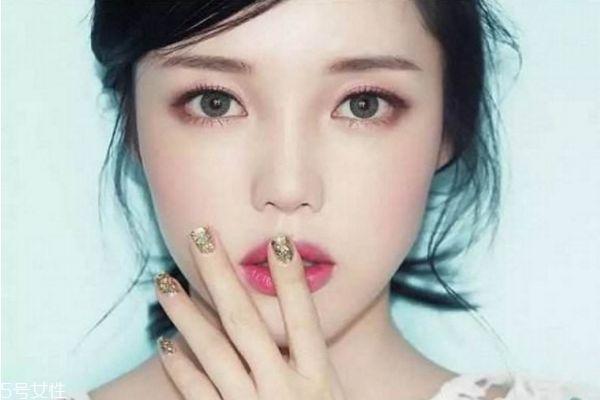 秋冬约会必备韩式妆容 韩系酒红色妆容的画法