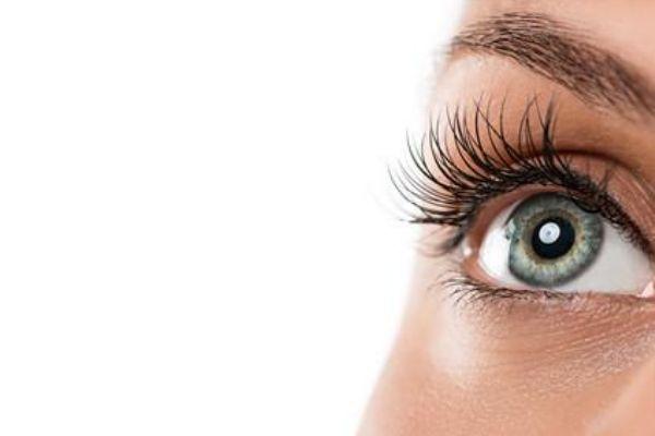 眼睛小怎么化妆能显大 化妆怎么把眼睛画大