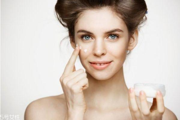 一套护肤品的使用顺序 这样促进皮肤吸收更多的养分