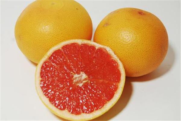 葡萄柚可以泡水喝吗 美容又养颜