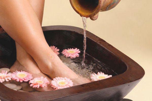 感冒用什么泡脚最好 晚上泡脚的最佳时间和好处