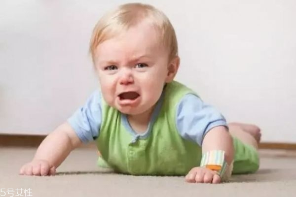 宝宝小肚子鼓鼓的是怎么回事 宝宝肚子总是鼓鼓的