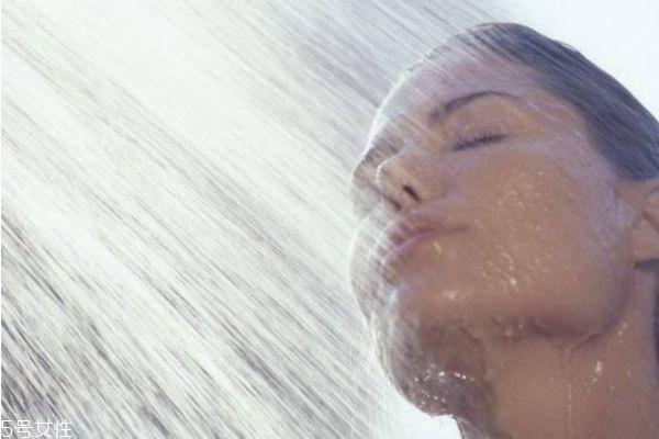 冬天多久洗一次澡最好 冬季洗澡要注意