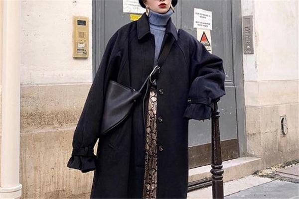 黑色大衣怎么搭配 轻松穿出纸片人