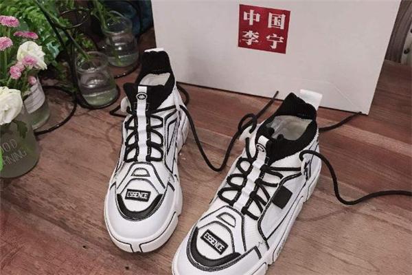 李宁运动鞋真假辨别 用这些方法