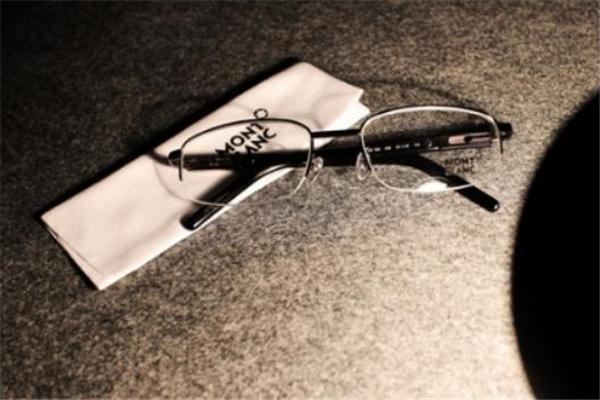 万宝龙眼镜怎么样 德国经典品牌
