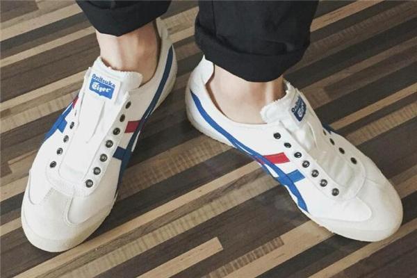 鬼冢虎和新百伦哪个好 都是顶级跑鞋品牌