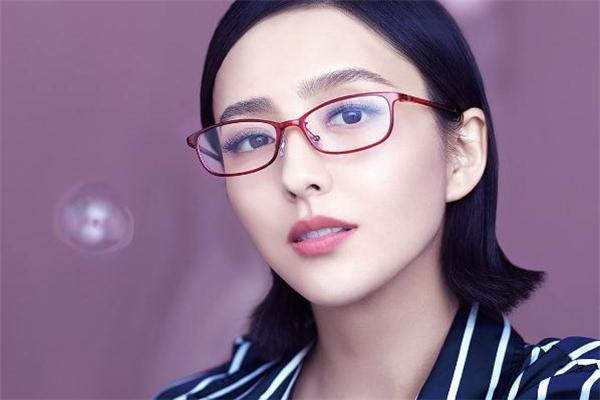 派丽蒙眼镜什么档次 平价眼镜首选