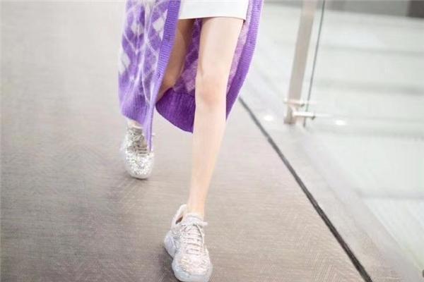 jimmy choo水晶老爹鞋多少钱 颠覆传统的钻石老爹鞋