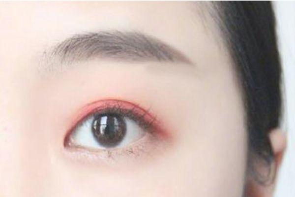 双色眼影怎么画 教你双色眼影画法