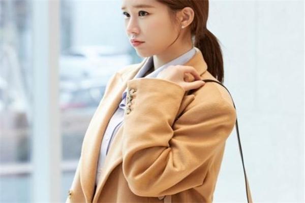 职场女性穿衣搭配技巧 跟着韩剧学穿搭