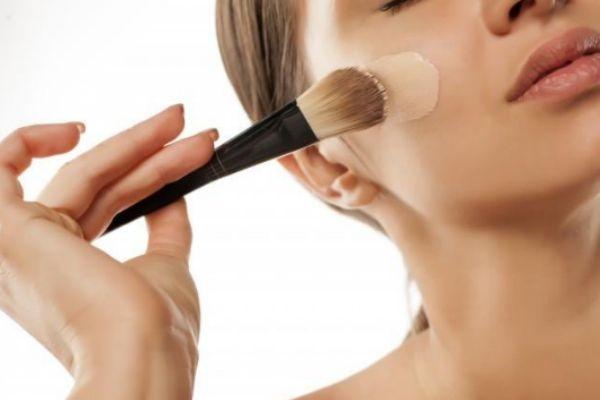 化妆品打开一年还能用吗 注意化妆品保质期