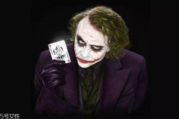 希斯莱杰小丑妆怎么画 希斯莱杰小丑化妆教程