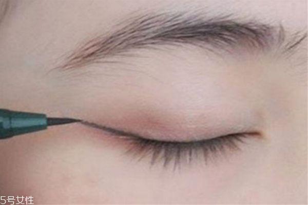 怎么画眼线 画眼线的简单方法