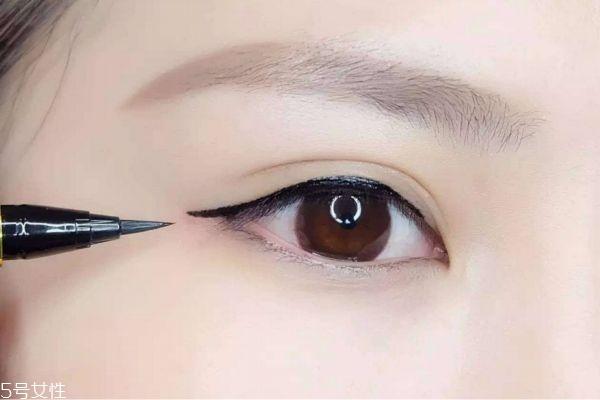 初学者自己怎么画眼线 超简单眼线画法