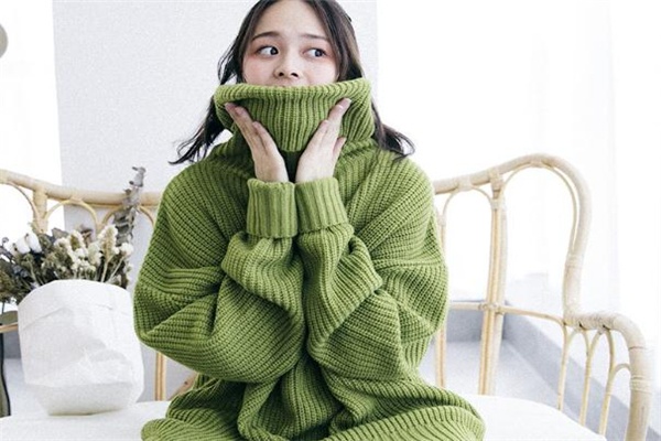 草绿色是什么颜色 草绿色搭配技巧